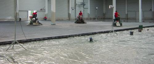 Herstellung eines Industrieboden aus Beton für eine Lagerhalle