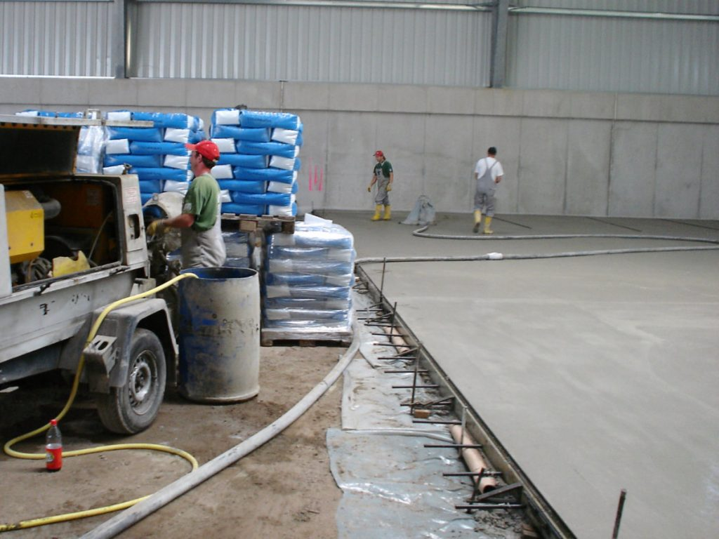 Condulith-Industrieboden Hartstoffschicht zum Aufbringen vorbereiten