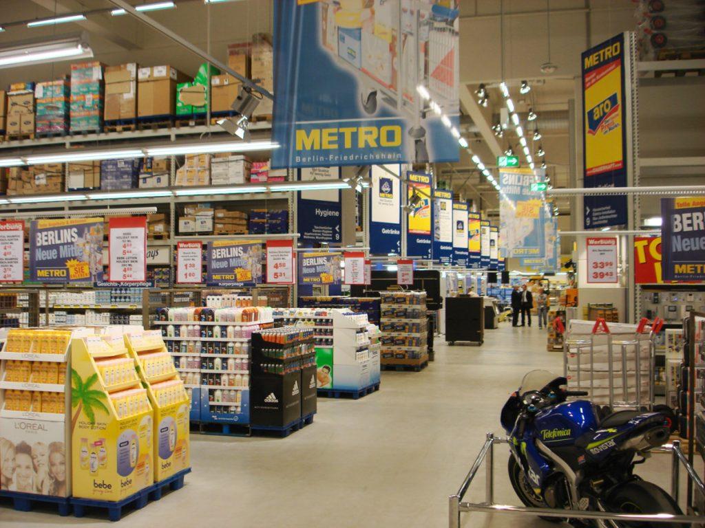 Eingebauter Industrieboden Metro Markt